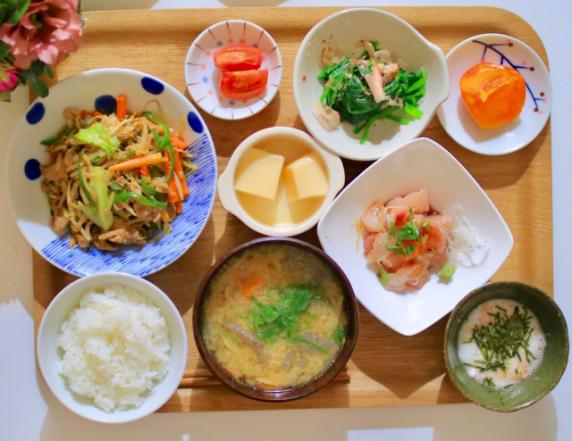 老人ホームの食事内容は?栄養や工夫面、入居前の確認点もの画像