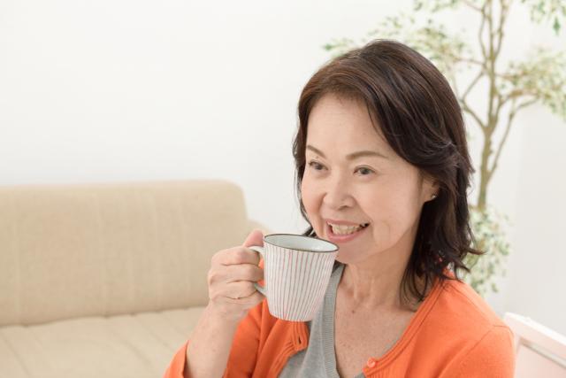 senior-woman-tea.png